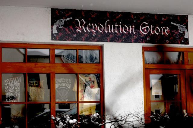 Der 'Revolution-Store' in Au in der Hallertau.  Foto: Robert Andreasch