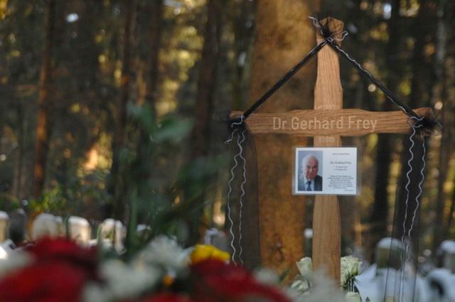 Das Grab von Gerhard Frey auf dem Münchner Waldfriedhof. Foto: Robert Andreasch