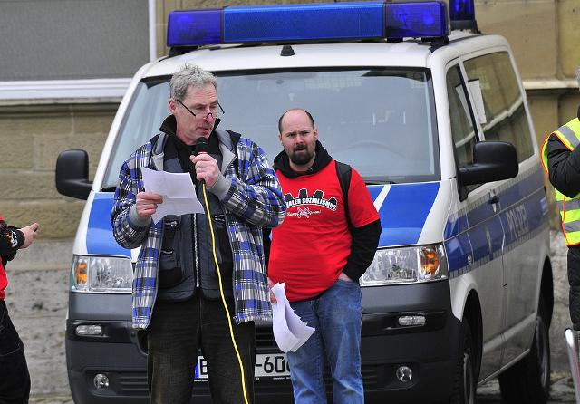 Klaus Armstroff (l.) und Matthias Bauerfeind (r.) bei der Abschlusskundgebung.  Foto: recherche-bayern