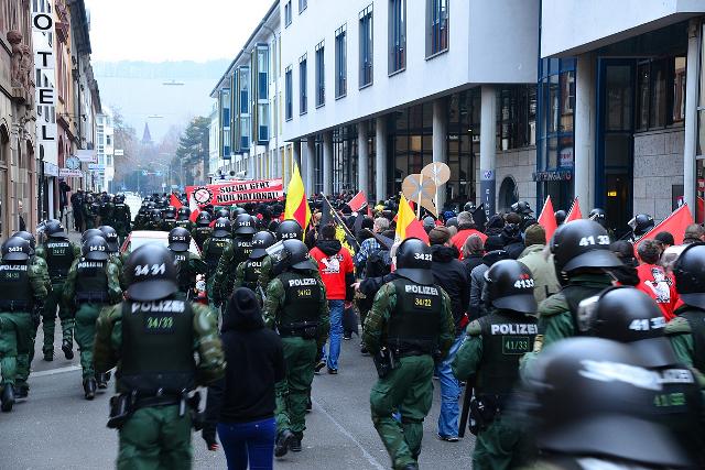 Aufmarsch der FNS-ler durch Würzburg. Foto: recherche-bayern