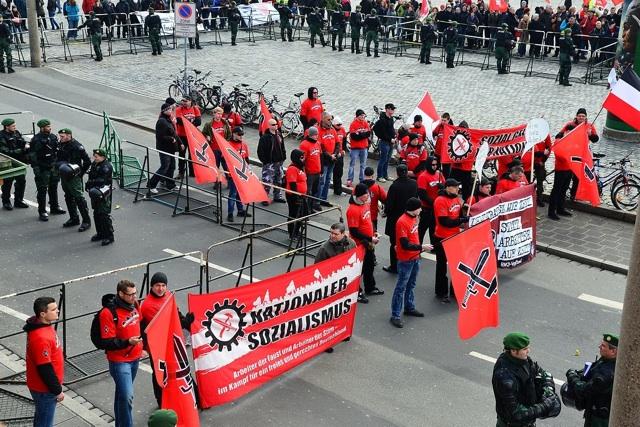 Die Kundgebung des 'Freien Netz Süd' auf dem Nelson-Mandela-Platz.  Foto: recherche-bayern