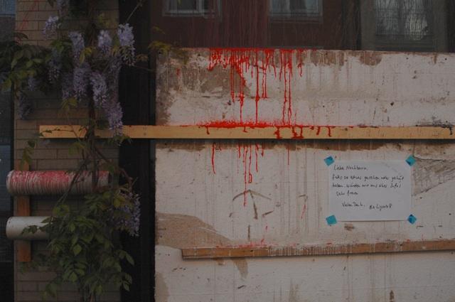 Die Bewohner_innen bitten Zeug_innen der Angriffe, sich zu melden.  Foto: Robert Andreasch