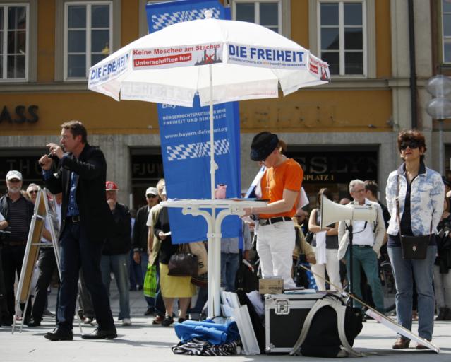 Der Infostand am Marienplatz. Foto: Tim Karlson