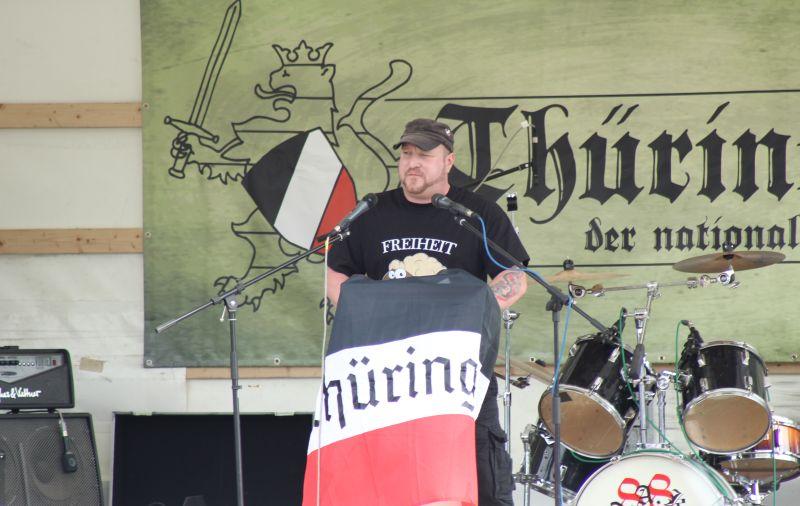 Martin Wiese redet beim 'Thüringentag der nationalen Jugend'.  Foto: publikative.org, mit freundlicher Genehmigung.