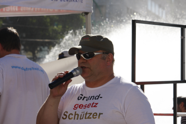 Der stellvertretende DF-Landesvorsitzende Gernot Tegetmeyer trägt das DF-Bekleidungssortiment.  Foto: Tim Karlson