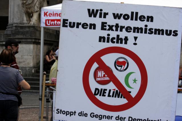 Extremismustheorie 2.0. Rechts = Links = Islam. Foto: Tim Karlson