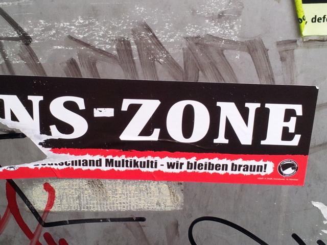 Mit u. a. diesem neonazistischen Aufkleber wollen die Neonazis dem antifaschistischen 'Freiraum' in Dachau drohen. Foto: aaud