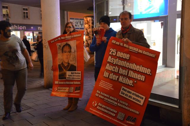 Sogenannte 'Kundgebung' am Abend in der Sonnenstraße. Foto: a.i.d.a.
