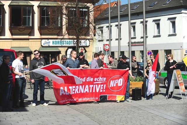NPD-Kundgebung auf dem Marktplatz in Lichtenfels. Foto: Timo Müller