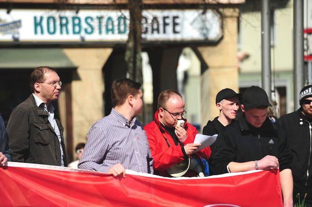 NPD-Funktionär Johannes Hühnlein bei seiner Rede.  Foto: Timo Müller