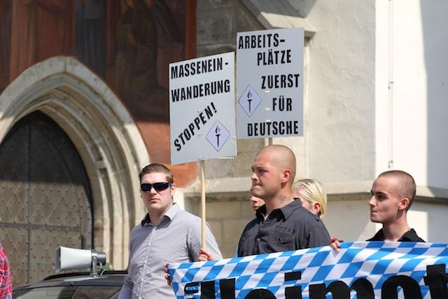 Roy Asmuß (links) bei der Kundgebung.  Foto: Jan Nowak