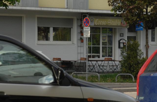 Eingang und Vorderfront der Kneipe 'Corso Stub'n' in der Einsteinstraße.  Foto: Robert Andreasch