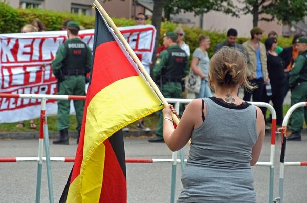 BIA-Kundgebung in München-Freimann mit Triskelen-Tattoo. Foto: Hannah Hofmann