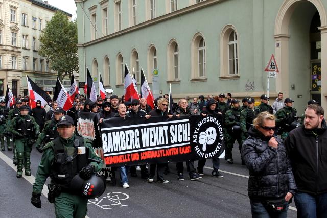 Rassistischer Aufmarsch in Bamberg. Rechts vorne: Anmelder Marcel Maderer. Foto: Jan Nowak