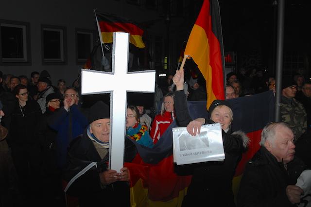 'WÜGIDA'- bzw. 'PEGIDA'-Aufmarsch in Würzburg. Foto: Robert Andreasch