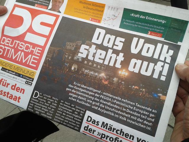 Die aktuelle Ausgabe der Parteizeitung der NPD wirbt für die 'PEGIDA'-Aufmärsche. Foto: a.i.d.a.