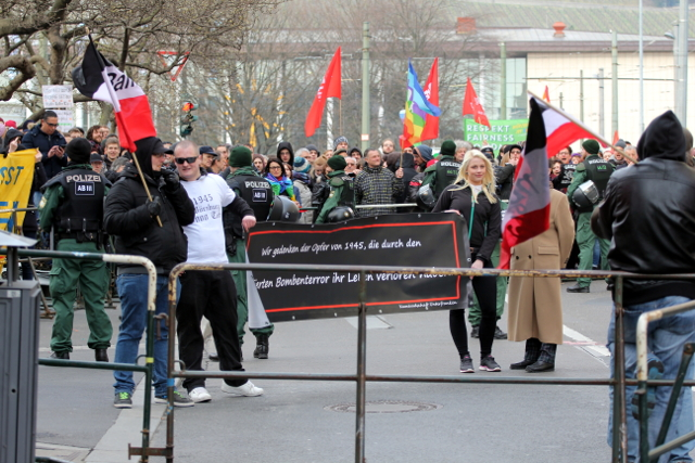 Umgeben von Protest: Neonazi-Aufmarsch in Würzburg. Foto: Jan Nowak