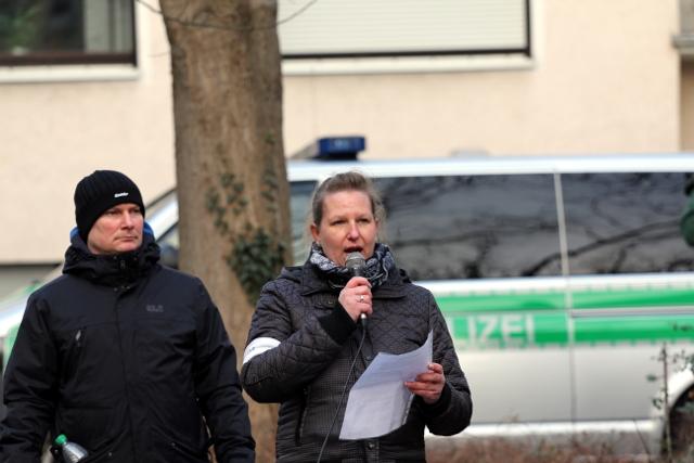Nils Larisch (l.) und Rednerin Nadine Hofmann (r.) in Würzburg.  Foto: Jan Nowak
