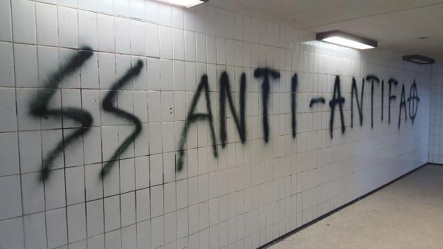 Große, neonazistische Sprühereien in Poing - inkl. verbotenen NS-Symbolen. Foto: a.i.d.a.