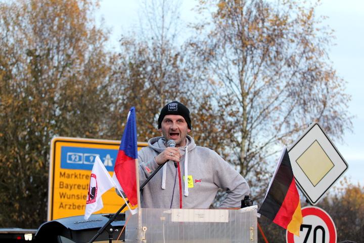 Michael Viehmann ('PEGIDA Kassel') bei seiner Ansprache.  Foto: Jan Nowak