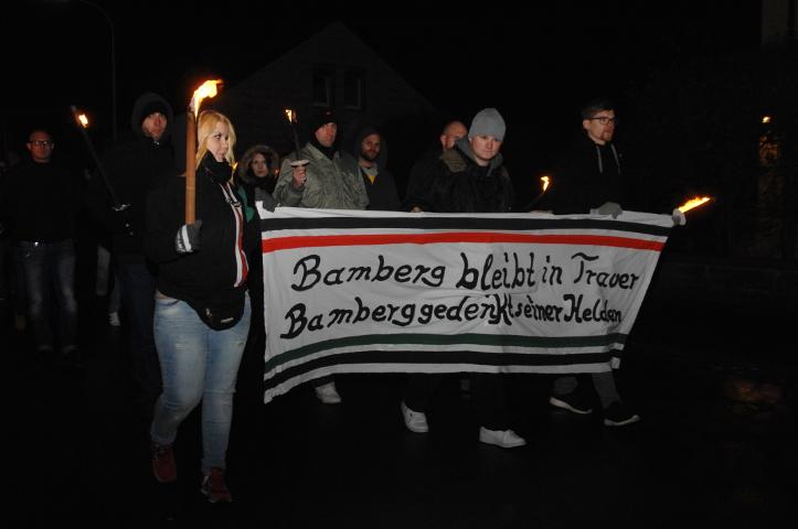 Viele Neonazis sind aus Bamberg angereist und bilden beim Aufmarsch einen eigenen Block.  Foto: Robert Andreasch