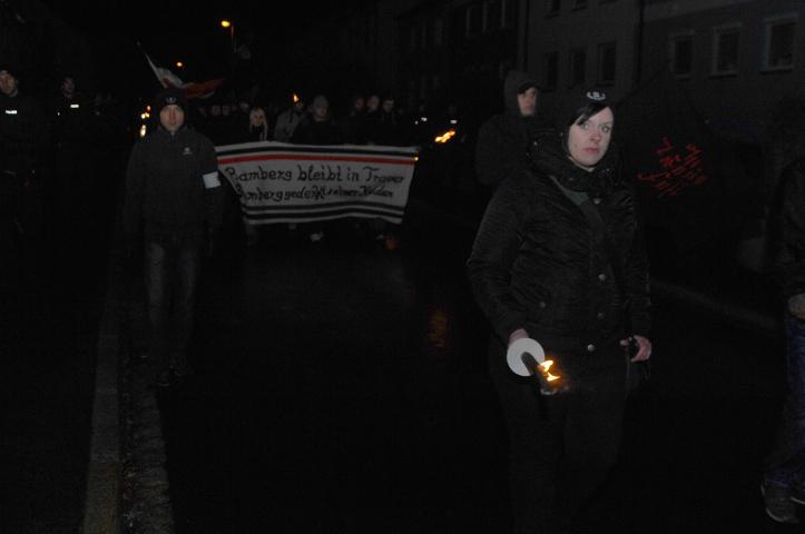Teilnehmerin beim neonazistischen Fackelmarsch in Wunsiedel.  Foto: Robert Andreasch