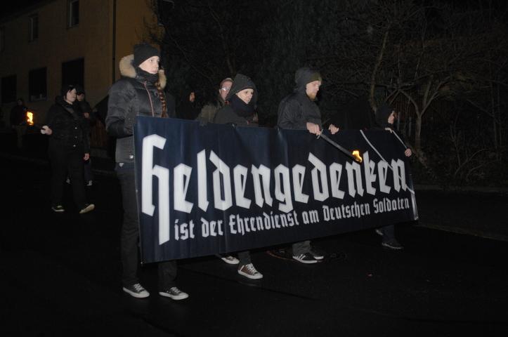 Wie im Nationalsozialismus nennen die Neonazis ihre Versammlung zum Volkstrauertag 'Heldengedenken'.  Foto: Robert Andreasch