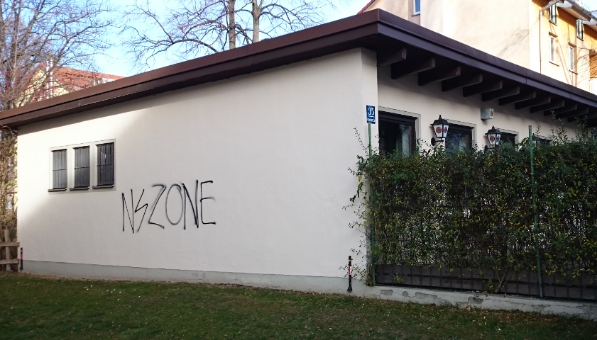 Das neonazistische Graffiti an der Kreuzung Grafingerstraße/Ampfingstraße. Foto: a.i.d.a.