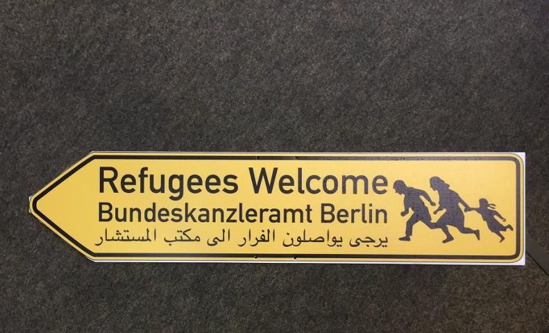 Dieses Schild brachten Unbekannte in der Martinsbühler Straße in Erlangen an.  Foto: a.i.d.a.