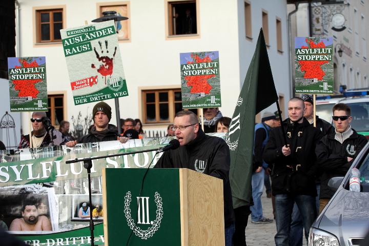 Redner bei der neonazistischen Kundgebung in Arnbruck.  Foto: Jan Nowak