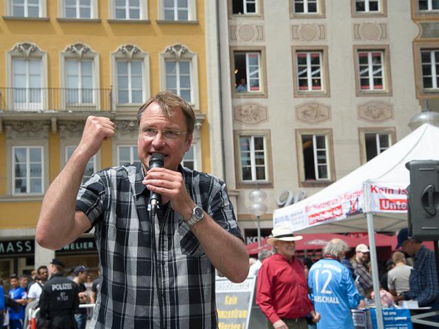 Michael Stürzenberger bei einer Rede.  Foto: Benny Neudorff