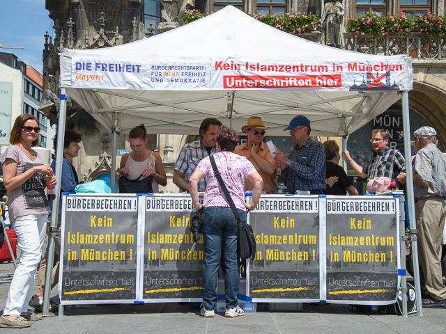Pavillion bei der DF-Kundgebung. Foto: Benny Neudorff