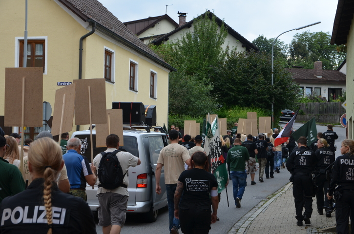 Aufmarsch durch Viechtach.  Foto: Marcus Buschmüller