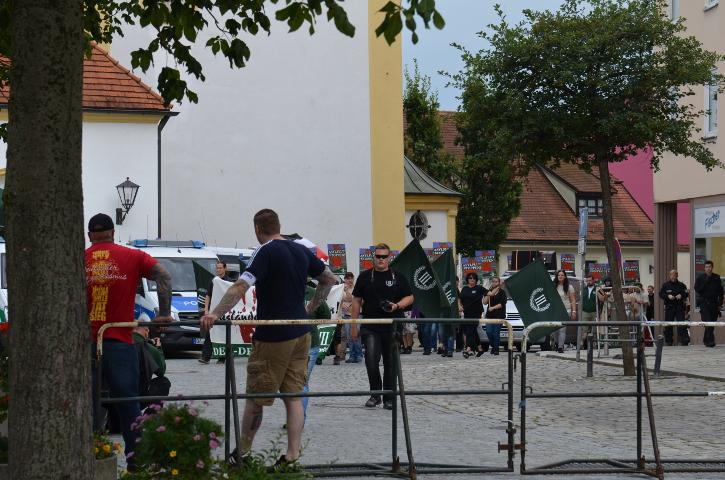 Der Aufmarsch kehrt zum Kundgebungsplatz zurück.  Foto: Marcus Buschmüller