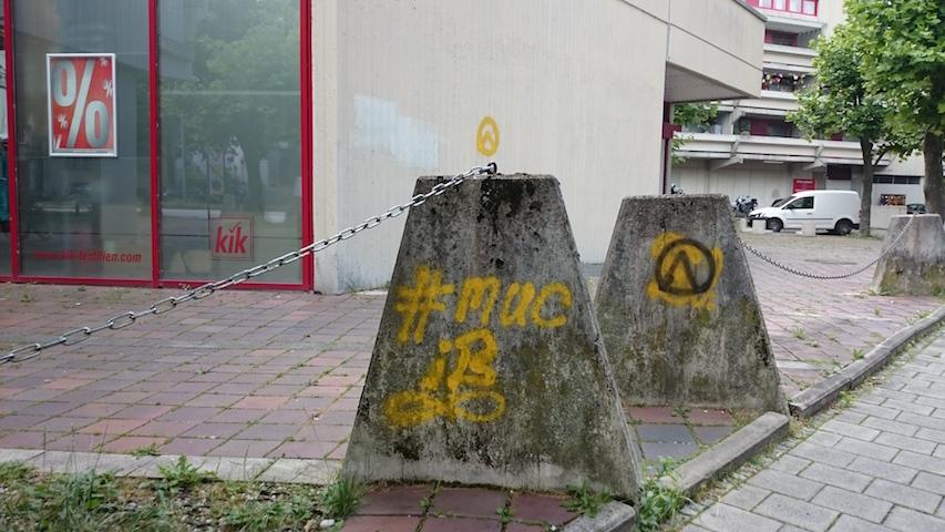 Sachbeschädigung in der Fuchsstraße, auch hier ist der 'Zirkel' der 'Danubia' mit gelber Farbe gesprüht.  Foto: Robert Andreasch.  Foto: Robert Andreasch