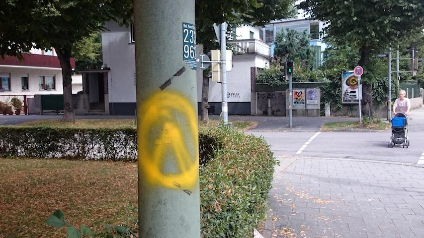 Sachbeschädigung an der Potsdamerstraße.  Foto: Robert Andreasch