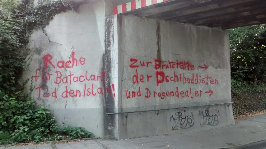 Rassistische Parolen in der Bahnunterführung. Foto: a.i.d.a.
