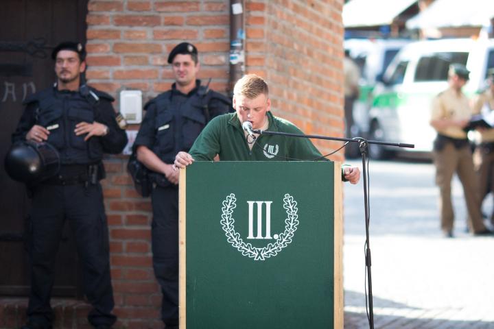 Redner, Anmelder und Versammlungsleiter: Walter Strohmeier.  Foto: www.24mmjournalism.com