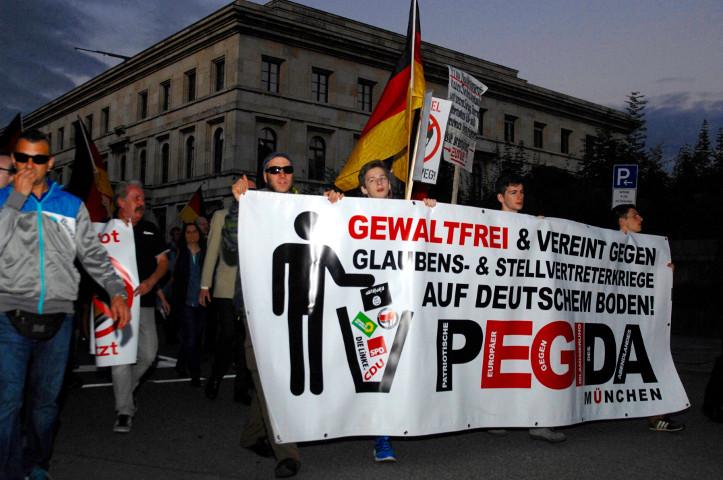 Der PEGIDA-Aufmarsch am 22. August 2016 vor dem nationalsozialistischen 'Führerbau'. Foto: Robert Andreasch