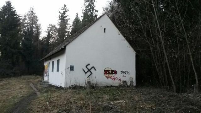 Eines der vielen gesprühten Hakenkreuze. Foto: a.i.d.a.