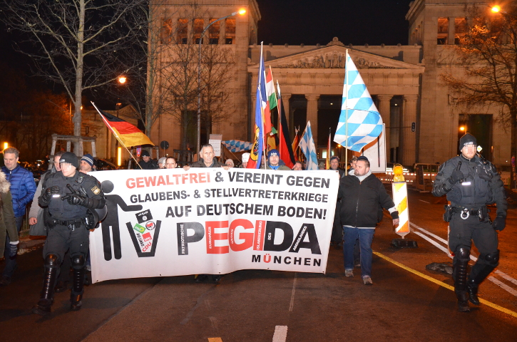 Der 'PEGIDA'-München-Aufmarsch durch die Maxvorstadt.  Foto: Marcus Buschmueller