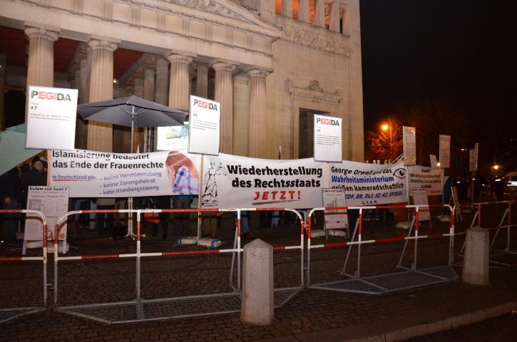 'PEGIDA'-Versammlung auf dem Königsplatz. Foto: Marcus Buschmueller