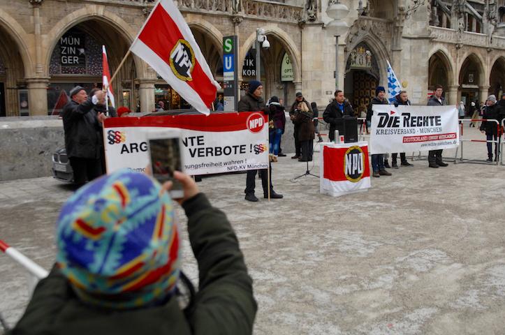 Die NPD Kundgebung auf dem Marienplatz. Foto: Robert Andreasch