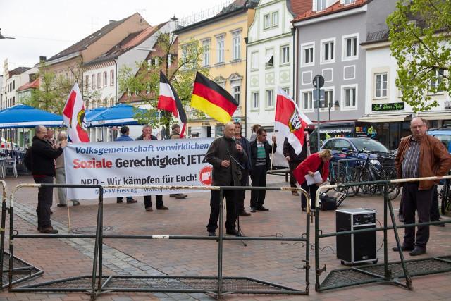 Die NPD-Kundgebung in Freising. Foto: Josef Preiselbauer