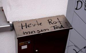 Neonazistische Drohung auf dem Briefkasten (Fehler im Original). Foto: a.i.d.a.