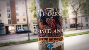 Aufkleber der 'Identitären Bewegung Bayern' in der Münchner Ungererstraße. Foto: a.i.d.a.