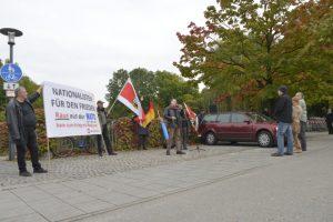 NPD-Kundgebung mit Karl Richter vor dem US-Konsulat in München. Foto: Benny Neudorff