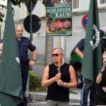 Teilnehmer_innen der neonazistischen Kundgebung. Foto: Jan Nowak